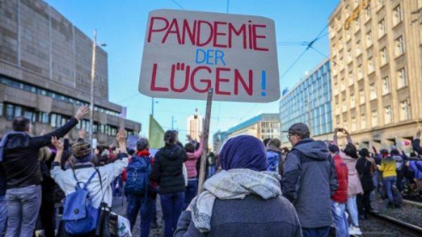 pandemie-der-luegen-439010405, 10, 2021